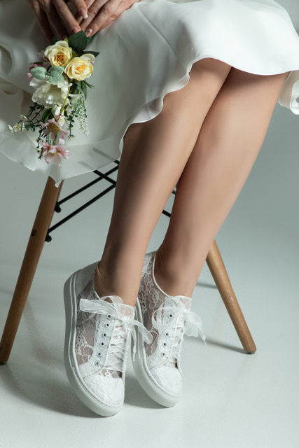 Braut Sneaker Nadin aus transparenter Spitze