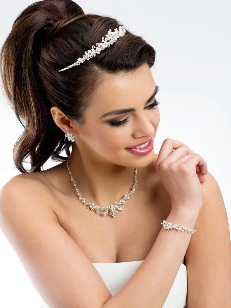 Schmuckset bestehend aus Kette Ohrringe Armband aus Perlen und Kristallsteine