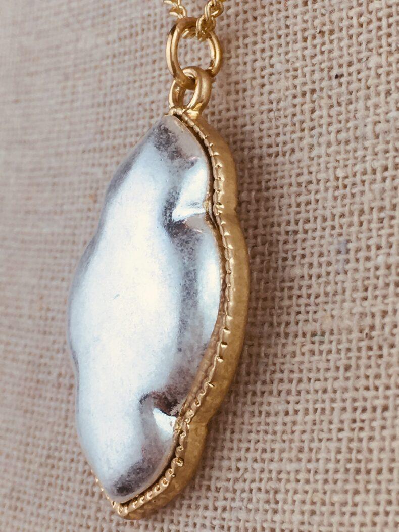 Vintage Halskette mit geschwungenem Amulett in silber
