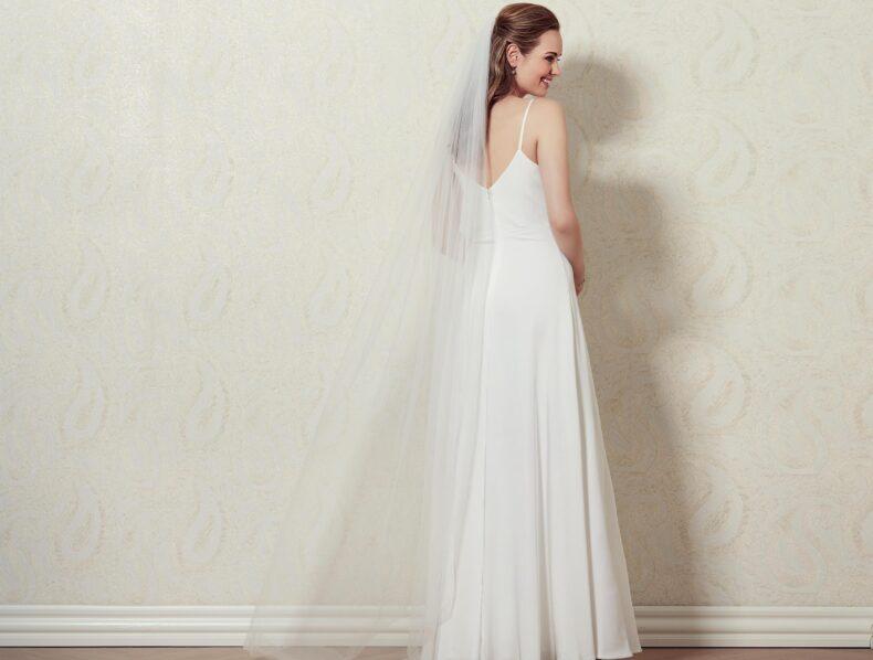 Brautkleid von Lilly Back schmal